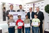 Imagem da notícia: Campanha dá óculos a crianças