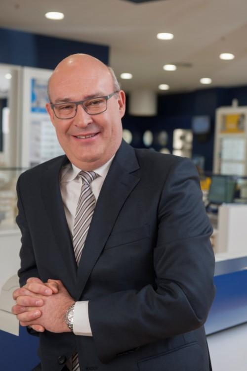 """Imagem da notícia: """"Esta fábrica irá produzir mais óculos graduados que todo o mercado português consome num ano!"""""""