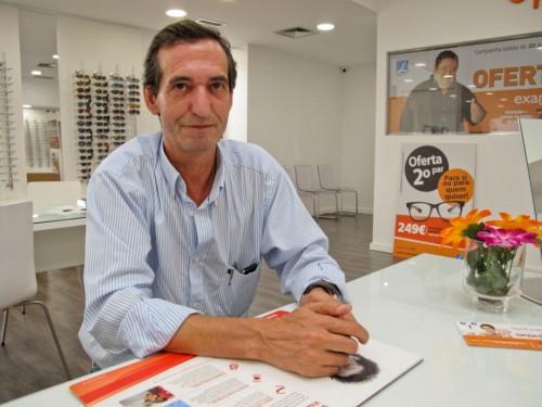 Imagem da notícia: Joaquim Ribeiro trabalha em Óptica desde os nove anos de idade