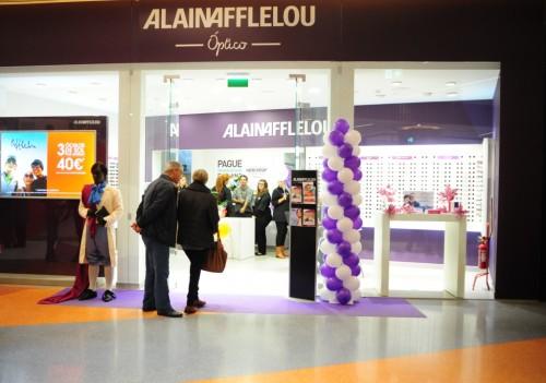 Imagem da notícia: Alain Afflelou cresce em Portugal e associa-se a Sharon Stone