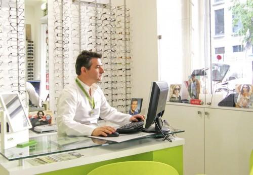"""Imagem da notícia: """"Óculos só em Óticas"""""""