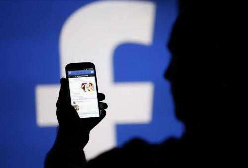 """Imagem da notícia: Facebook ajudará cegos a """"verem"""" fotos"""