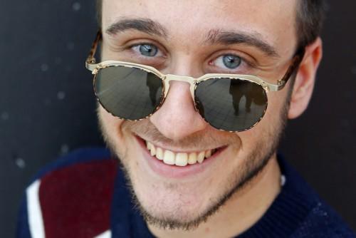 Imagem da notícia: O senhor óculos escuros