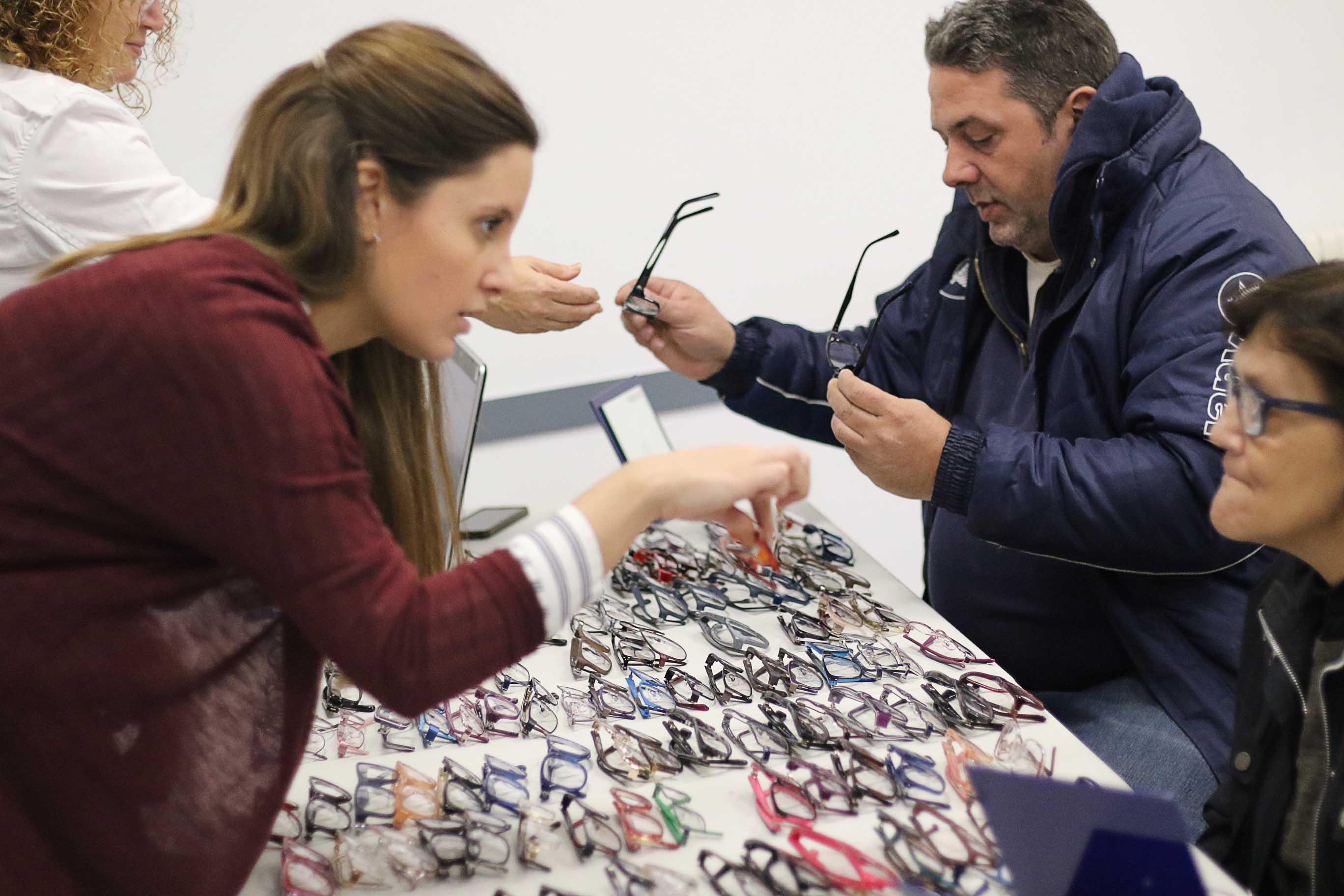 """Imagem da notícia: """"Vision for Life"""" entregou 2.000 óculos novos"""