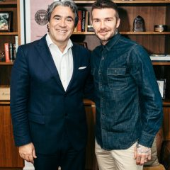 Imagem da notícia: Sàfilo e David Beckham de mãos dadas