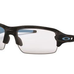 Imagem da notícia: Oakley® RX FLAK® XS para empoderar jovens atletas