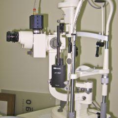 Imagem da notícia: Lâmpada de fenda e equipamento
