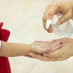 Imagem da notícia: Oftalmologista alerta para risco de acidente com álcool-gel