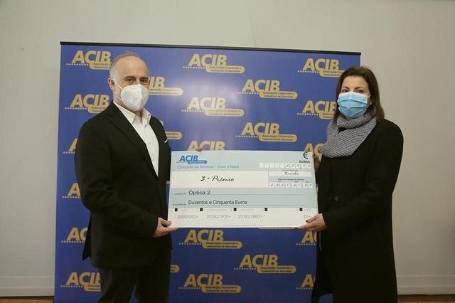 Imagem da notícia: Óptica 2 ganha terceiro prémio em concurso de montras