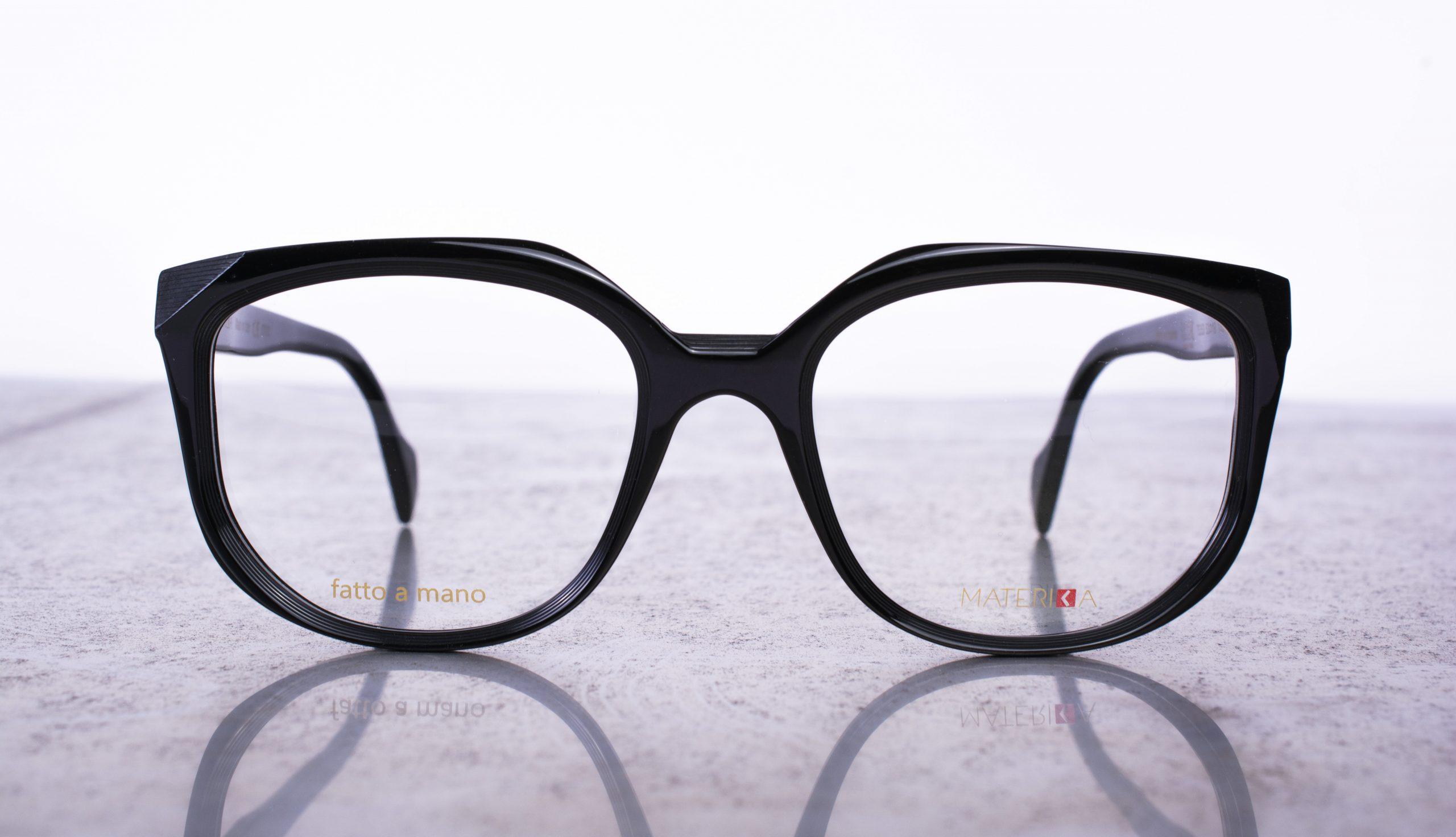 Imagem da notícia: Look-Made in Italia apresenta coleção Materika Pure Acetate