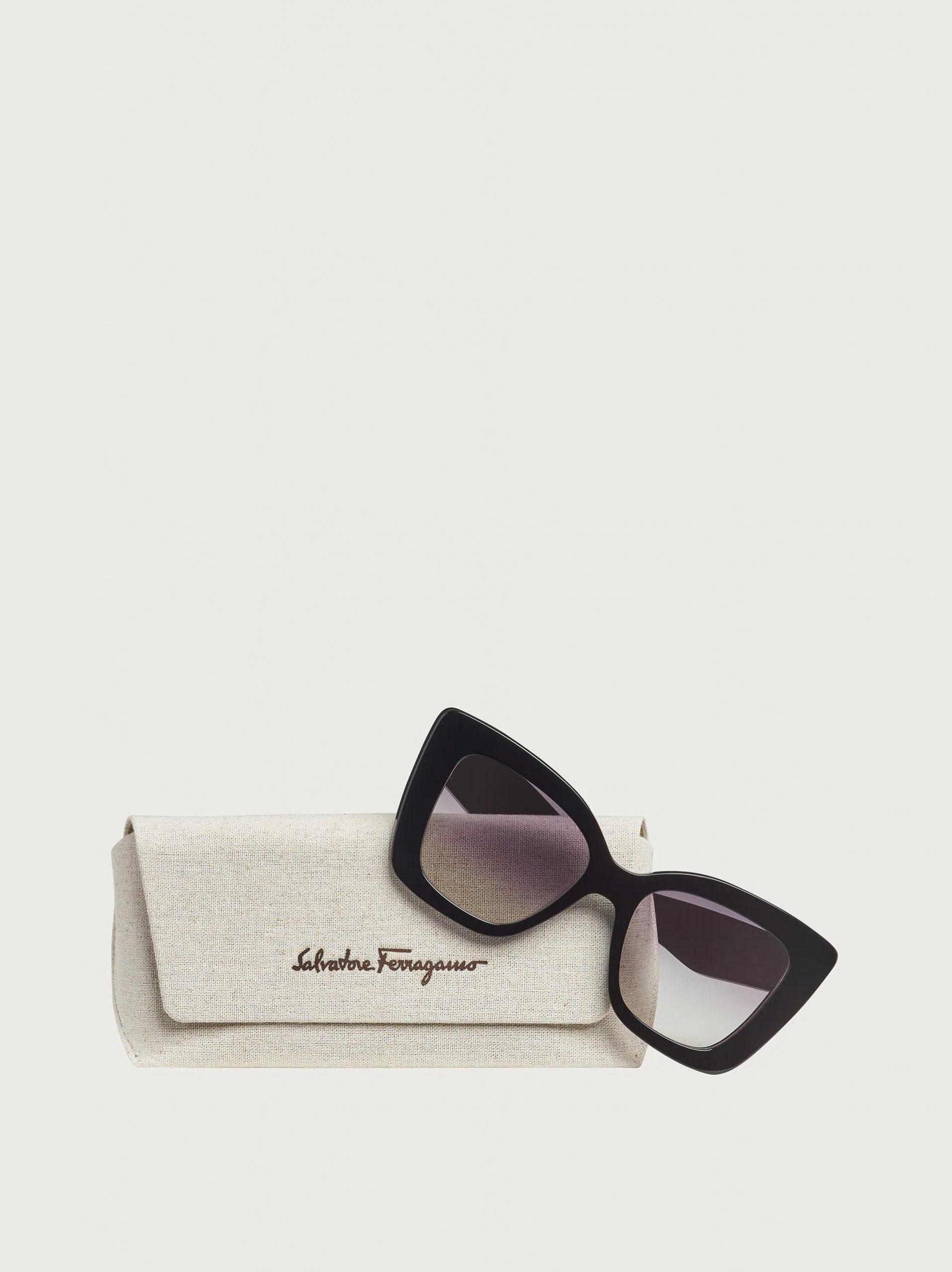 Imagem da notícia: Salvatore Ferragamo apresenta nova coleção eyewear feminina a pensar no ambiente